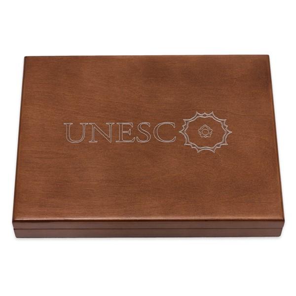 Dřevěná etue na platinové mince UNESCO